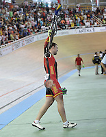 CALI - COLOMBIA - 17-01-2015: Hodel Mazquiaran de España cruza la línea de meta después de sufrir una caída en la prueba del Keirin en el Velodromo Alcides Nieto Patiño, sede de la III Copa Mundo UCI de Pista de Cali 2014-2015  /  Hodel Mazquiarán of Spain crosses the finish line after suffering a fall in the race of Keirin in the Alcides Nieto Patiño Velodrome, home of the III Cali Track World Cup 2014-2015 UCI. Photos: VizzorImage / Luis Ramirez / Staff.