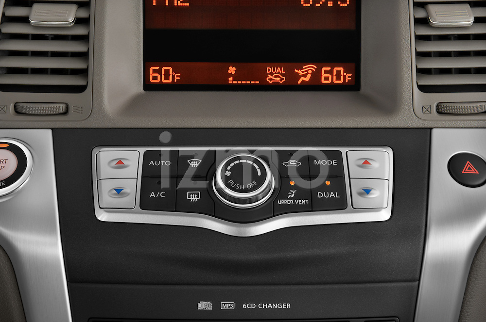 Stereo Audio System close up detail view of 2009 Nissan Murano Stock Photo