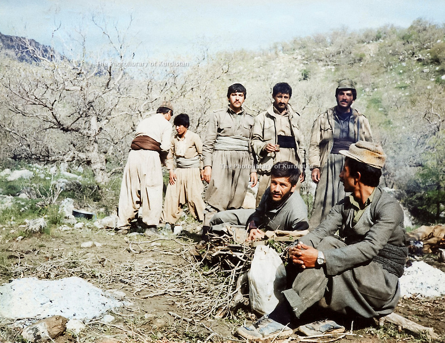 Iraq 1988.After the 3rd Anfal campaign, in Kopi Qara Dag, peshmergas of PUK on the way to Koysanjak : Rizgar Mustafa , first right standing .Irak 1988.Apres la 3eme campagne de l'Anfal,a Kopi Qara Dag,  des peshmergas de l'UPK en route pour Koysanjak. Debout, 1er a droite, Rizgar Mustafa