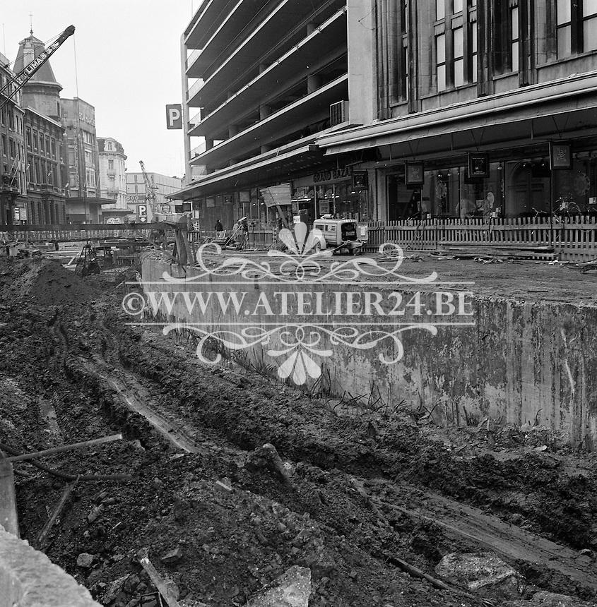 Mei 1973. Aanleg tramlijn aan de Schoenmarkt in Antwerpen.