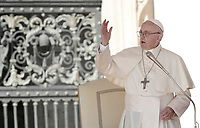 Papa Francesco tiene l'udienza generale del mercoledi' in Piazza San Pietro, Citta' del Vaticano, 11 ottobre, 2017.<br /> Pope Francis leads his weekly general audience in St. Peter's Square at the Vatican, on October 11, 2017.<br /> UPDATE IMAGES PRESS/Isabella Bonotto<br /> <br /> STRICTLY ONLY FOR EDITORIAL USE