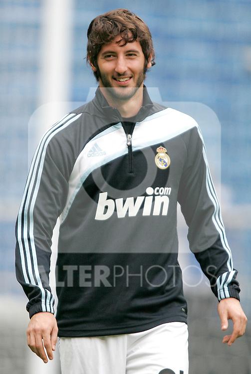 Real Madrid's Esteban Granero before La Liga match. September 20, 2009. (ALTERPHOTOS/Alvaro Hernandez).
