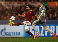 Calcio, andata degli ottavi di finale di Champions League: Roma vs Real Madrid. Roma, stadio Olimpico, 17 febbraio 2016.<br /> Roma's Mohamed Salah, left, is challenged by Real Madrid's Sergio Ramos during the first leg round of 16 Champions League football match between Roma and Real Madrid, at Rome's Olympic stadium, 17 February 2016.<br /> UPDATE IMAGES PRESS/Riccardo De Luca