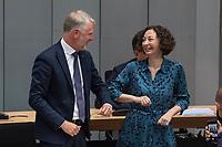 Plenarsitzung des Berliner Abgeordnetenhaus am Donnerstag den 20. August 2020.<br /> Im Bild: Sebastian Scheel (Linkspartei), Senator fuer Stadtentwicklung und Wohnen des Landes Berlin (links) wird von Wirtschaftssenatorin Ramona Pop (Gruene) begruesst.<br /> Scheel ist der Nachfolger der zurueckgetretenen Senatorin Katrin Lompscher, zuvor war er der Staatssekretaer der Senatorin.<br /> 20.8.2020, Berlin<br /> Copyright: Christian-Ditsch.de<br /> [NUR FUER REDAKTIONELLE ZWECKE! Werbung nur auf Anfrage beim Fotografen. Inhaltsveraendernde Manipulation des Fotos nur nach ausdruecklicher Genehmigung des Fotografen. Vereinbarungen ueber Abtretung von Persoenlichkeitsrechten/Model Release der abgebildeten Person/Personen liegen nicht vor. NO MODEL RELEASE! Don't publish without copyright Christian-Ditsch.de, Veroeffentlichung nur mit Fotografennennung, sowie gegen Honorar, MwSt. und Beleg. Konto: I N G - D i B a, IBAN DE58500105175400192269, BIC INGDDEFFXXX, Kontakt: post@christian-ditsch.de<br /> Bei der Bearbeitung der Dateiinformationen darf die Urheberkennzeichnung in den EXIF- und  IPTC-Daten nicht entfernt werden, diese sind in digitalen Medien nach §95c UrhG rechtlich geschuetzt. Der Urhebervermerk wird gemaess §13 UrhG verlangt.]