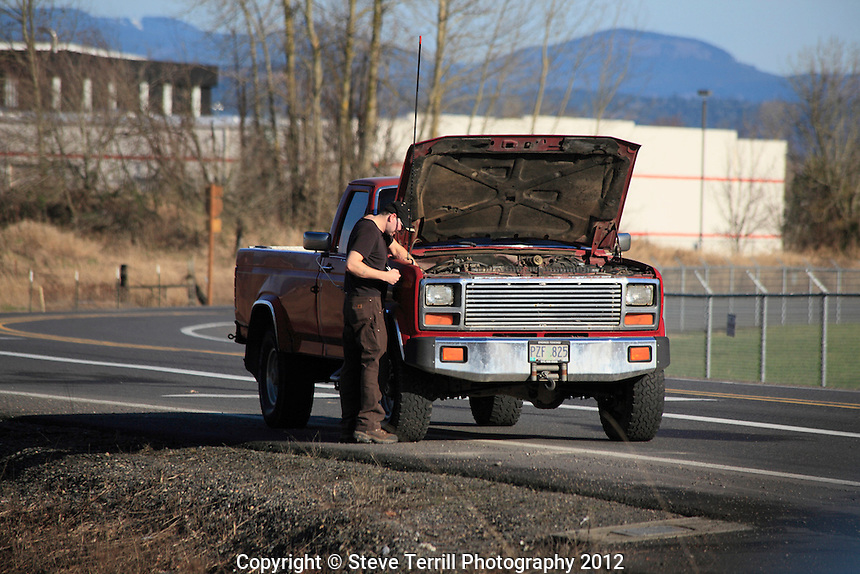 Engine trouble along road in Multnomah County Oregon