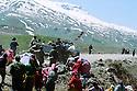Iran 1991 Distribution of food for the Iraqi Kurdish refugees after crossing the border<br /> Iran 1991 Distribution de nourriture pour les Kurdes irakiens apres le passage de la frontière