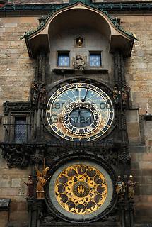 Tschechien, Boehmen, Prag: Astronomische Uhr auf dem Altstaedter Ring, dem zentralen Marktplatz in der Altstadt | Czech Republic, Bohemia, Prague: Old Town Square, Astronomical clock
