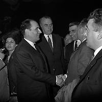 20 Octobre 1965. Vue de François Mitterand en visite à Toulouse, lors d'un meeting.