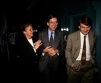 Le premier Ministre Robert Bourassa, Paul Gobe (D)<br />  en 1992 (date inconnue)<br /> <br /> Photo:  Agence Quebec Presse