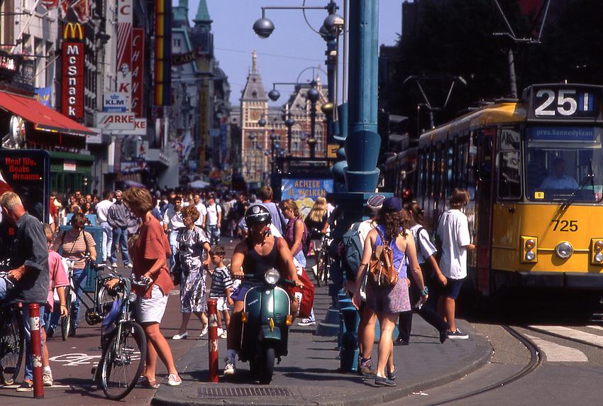 Europe, NLD, Netherlands, Provinz North Holland, Amsterdam, Road traffic at the Damrak