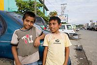 Guatemala, Kinder in Puerto Barrios an der Bucht von Amatique des Golf von Honduras