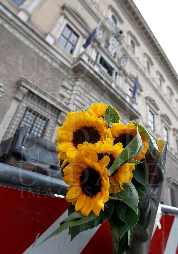 Flowers in front of the French Embassy to Italy, in tribute to the attack victims of Nice, in Rome, 15 July 2016.<br /> UPDATE IMAGES PRESS/Isabella Bonotto