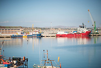 """Im Hafen der Sizilianischen Kleinstadt Porto Empedocle wurden die Rettungsschiffe """"Sea-Watch 3"""" und """"Ocean Viking"""" der privaten Seenotrettungsorganisationen Sea-Watch und SOS Mediterranee, von der italienische Küstenwache im Juli 2020 festgesetzt. Zuvor hatten die Organisationen mit den beiden Schiffen mehrere hundert Menschen vor der libyschen Kueste aus Seenot gerettet. Die italienischen Behoerden versuchen mit der offiziellen Begruendung, """"Sicherheitsmaengel"""", weitere Rettungseinsaetze zu blockieren.<br /> Im Bild: Die Sea-Watch-3 (blaues Schiff, links) und die Ocean Viking (rotes Schiff, rechts)<br /> 25.7.2020, Porto Empedocle<br /> Copyright: Christian-Ditsch.de<br /> NUR FUER REDAKTIONELLE ZWECKE! Werbung nur auf Anfrage beim Fotografen. [Inhaltsveraendernde Manipulation des Fotos nur nach ausdruecklicher Genehmigung des Fotografen. Vereinbarungen ueber Abtretung von Persoenlichkeitsrechten/Model Release der abgebildeten Person/Personen liegen nicht vor. NO MODEL RELEASE! Don't publish without copyright Christian-Ditsch.de, Veroeffentlichung nur mit Fotografennennung, sowie gegen Honorar, MwSt. und Beleg. Konto: I N G - D i B a, IBAN DE58500105175400192269, BIC INGDDEFFXXX, Kontakt: post@christian-ditsch.de<br /> Bei der Bearbeitung der Dateiinformationen darf die Urheberkennzeichnung in den EXIF- und  IPTC-Daten nicht entfernt werden, diese sind in digitalen Medien nach §95c UrhG rechtlich geschuetzt. Der Urhebervermerk wird gemaess §13 UrhG verlangt.]"""