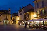 Italien, Piemont, Orta San Giulio: Abendstimmung auf der Piazza Motta, Cafes | Italy, Piedmont, Orta San Giulio: cafes at Piazza Motta, evening