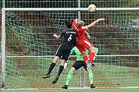 Kopfballchance Luca Gerlach (Büttelborn) gegen Kim Ginkel (Geinsheim) - Büttelborn 03.10.2021: SKV Büttelborn vs. SV 07 Geinsheim, Gruppenliga
