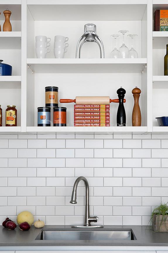 Grey worktop in the kitchen
