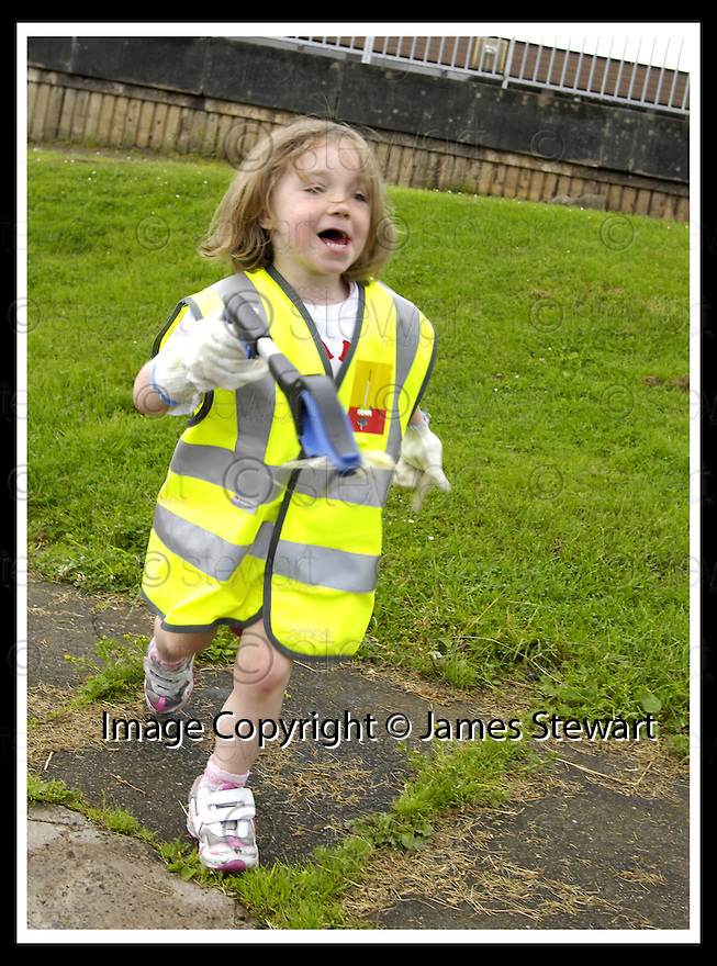 """25/07/2007       Copyright Pic: James Stewart.File Name : jspa07_denny.DENNY RESIDENTS """"BOLD"""" LITTER COLLECTING GROUP......James Stewart Photo Agency 19 Carronlea Drive, Falkirk. FK2 8DN      Vat Reg No. 607 6932 25.Office     : +44 (0)1324 570906     .Mobile   : +44 (0)7721 416997.Fax         : +44 (0)1324 570906.E-mail  :  jim@jspa.co.uk.If you require further information then contact Jim Stewart on any of the numbers above........."""