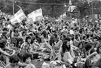 ARCHIVE -<br /> Fetes de la Saint-Jean de 1976 sur le Mont-Royal, de 23 au 25 Juin 1976<br /> <br /> Photo : Agence Quebec Presse  - Alain Renaud
