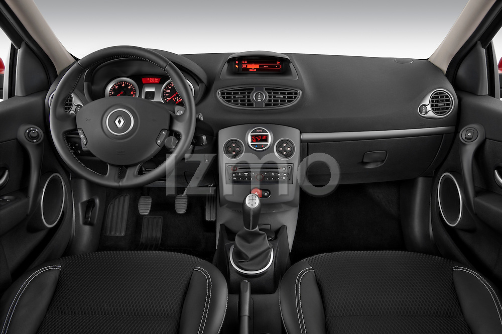 Straight dashboard view of a 2009 Renault Clio Pack GT Wagon.