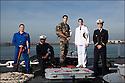 Enseigne de vaisseau Vincent Dubreuil.<br /> Enseigne de vaisseau Max Sieyoji.<br /> Enseigne de vaisseau Julien Petitqueux.<br /> Enseigne de vaisseau Nicolas Santens.<br /> Enseigne de vaisseau Laurent Falhun.<br /> 1153-16  052 officiers-élèves - les « OE » dans le jargon<br /> Enseigne de vaisseau Vincent Dubreuil.<br /> Officiers-élèves - les « OE » dans le jargon