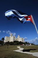 Cuba/La Havane: Hotel Nacional et drapeau cubain