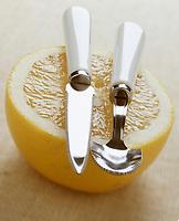 Cuisine/Gastronomie: pamplemousse jaune et cuillère et couteau à pamplemousse