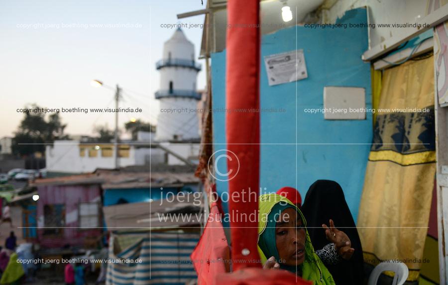 DJIBOUTI , Djibouti city, Hamoudi Mosque in old town, women in restaurant / DSCHIBUTI, Dschibuti Stadt, Hamoudi Moschee in der Altstadt, Frauen im Restaurant