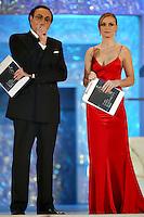 Roma 14/4/2004 Palazzo dei congressi <br /> Premiazione David di Donatello 2004 <br /> Pippo Baudo e Serena Autieri<br /> foto Andrea Staccioli Insidefoto