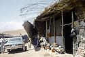 Irak 1991  Le retour des réfugiés: à Haj Omran, un magasin en ruines  Iraq 1991 Kurdish refugees coming back: in Haj Omran,a destroyed shop in the main street