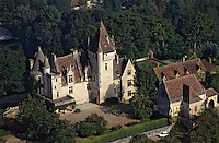 Europe/France/Aquitaine/24/Dordogne/Vallée de la Dordogne/Périgord/Périgord Noir: Le Château des Milandes (ancienne demeure de Joséphine Baker) - Construit en 1489 par François de Caumont Seigneur de Castelnaud  Vue aérienne