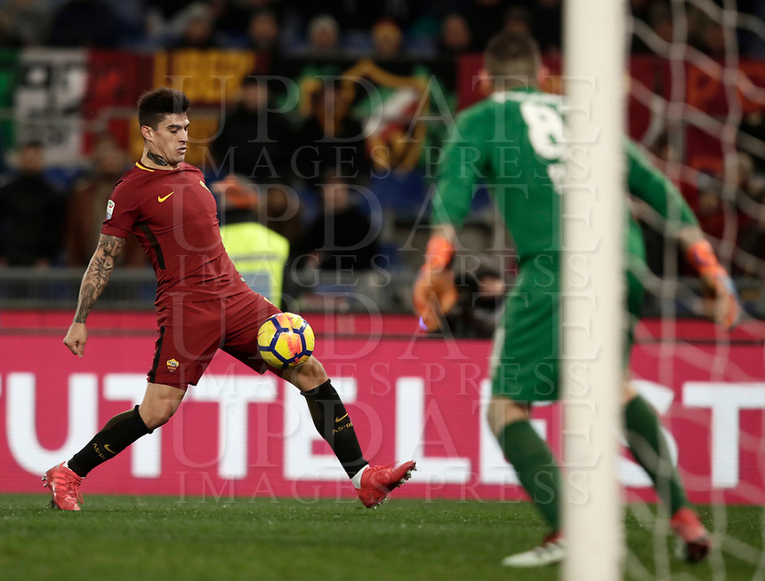 Calcio, Serie A: AS Roma - Benevento, Roma, stadio Olimpico, 11 gennaio 2018.<br /> Roma's Diego Perotti (l) in action during the Italian Serie A football match between AS Roma and Benevento at Rome's Olympic stadium, February 11, 2018.<br /> UPDATE IMAGES PRESS/Isabella Bonotto