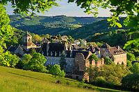 France, Corrèze (19), Aubazine, l'abbaye et le village le soir // France, Correze, Aubazine, the village and the abbey in the evening