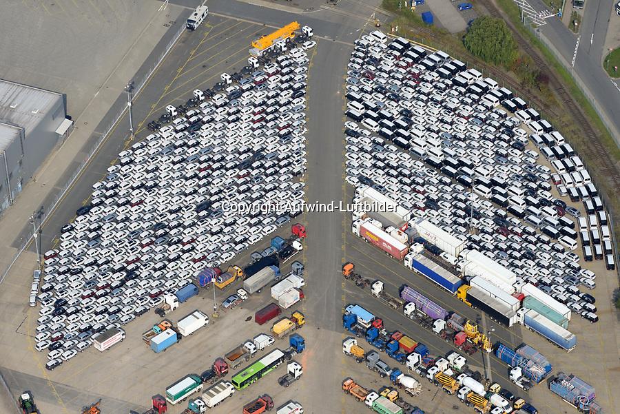 Autoverladung Kleiner Grassbrook: EUROPA, DEUTSCHLAND, HAMBURG, (EUROPE, GERMANY), 23.09.2017: Autoverladung Kleiner Grassbrook, PKW und LKW warten auf Verladung