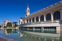 France, Aquitaine, Pyrénées-Atlantiques, Béarn, Pau: Le Palais Beaumont, originellement dénommé Palais d'Hiver, voit le jour à la fin du XIXe siècle, Mélangeant les styles architecturaux, il est plusieurs fois remanié et doit être réhabilité en 1996 après un demi siècle d'oubli, Il accueille un casino mais est surtout un centre de congrès, qui fait partie du groupement des H,C,C,E, (Historic Conference Centres of Europe) //  France, Pyrenees Atlantiques, Bearn, Pau: France, Pyrenees Atlantiques, Pau, The Beaumont Palace, originally known as the Winter Palace, was born in the late nineteenth century, Blending the architectural styles, it is several times altered and must be rehabilitated in 1996 after half a century of neglect, it hosts a casino but is mostly a convention center, part of the group of H, C, C, E, (Historic Conference Centres of Europe)