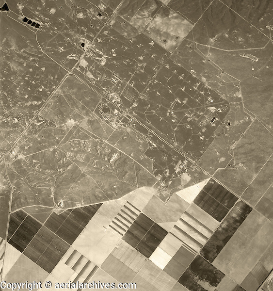 historical aerial photograph Coalinga Oil Field, 1975