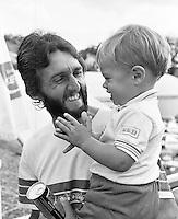 1982, Hilversum, Dutch Open, Melkhuisje, Hiqueras met zijn zoontje