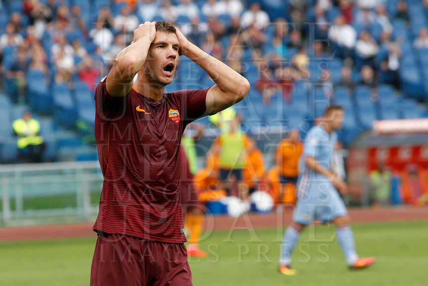 Calcio, Serie A: Roma vs Sampdoria. Roma, stadio Olimpico, 11 settembre 2016.<br /> Roma's Edin Dzeko reacts after missing a scoring chance during the Italian Serie A football match between Roma and Sampdoria at Rome's Olympic stadium, 11 September 2016. Roma won 3-2.<br /> UPDATE IMAGES PRESS/Riccardo De Luca