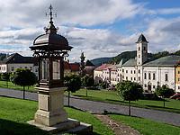 Franziskanerkirche am Stephanplatz Stefanikovo nam. in Kremnica, Banskobystricky kraj, Slowakei, Europa<br /> Stephan's square Franciscan church, Kremnica, Banskobystricky kraj, Slovakia, Europe