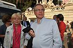 GUGLIELMO EPIFANI CON LA MOGLIE GIUSY<br /> MANIFESTAZIONE PER LA LIBERTA' DI STAMPA PROMOSSA DAL FNSI<br /> PIAZZA DEL POPOLO ROMA 2009