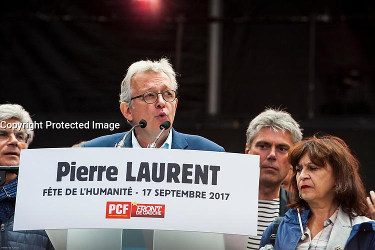 PIERRE LAURENT AU GRAND MEETING SUR LA GRANDE SCENE DE LA FETE DE L'HUMANITE AU PARC DE LA COURNEUVE DE SEINE SAINT DENIS LE 17 SEPTEMBRE 2017.