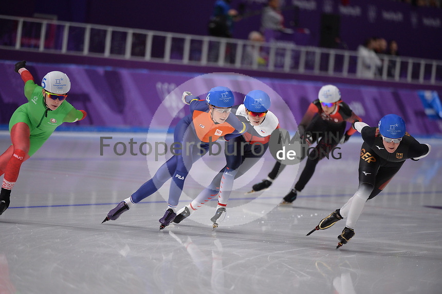 OLYMPIC GAMES: PYEONGCHANG: 24-02-2018, Gangneung Oval, Long Track, Mass Start Ladies, Annouk van der Weijden (NED), Claudia Pechstein (GER), ©photo Martin de Jong