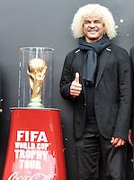 BOGOTA - COLOMBIA - 28-01-2013: Carlos El Pibe Valderrama, ex futbolista colombiano recibio El Tour de la Copa Mundo FIFA Brasil 2014 a Bogota, procedente de Ecuador,  como parte de las actividades que anteceden a la Copa Mundo, evento que permitirá a mas de 20000 aficionados conocer el trofeo de cerca. La gira mundial ha visitado 89 paises de las seis confederaciones que integran La FIFA, en un recorrido que tomara nueve meses y terminara justo para el inicio de La Copa Mundo Fifa Brasil 2014.  / The Carlos El Pibe  Valderrama, former Colombian footballer received the Tour FIFA World Cup 2014 Brazil to Bogota, from Ecuador, as part of the activities leading up to the World Cup, an event that will allow more than 20,000 fans to know the trophy. The world tour visited 89 countries that make up the six FIFA confederations, in a journey that took nine months and just finished for the start of the Fifa World Cup Brazil 2014.  / Photo VizzorImage / Luis Ramirez / Staff.