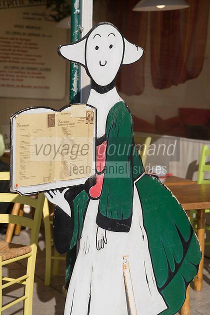 Europe/Provence-Alpes-Côte d'Azur/83/Var/Saint-Tropez: détail porte menu d'une  crêperie sur un quai du port