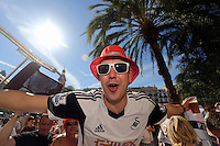 Valencia, Spain. Thursday 19 September 2013<br /> Pictured: A Swansea supporter with hat and sunglasses singing with hundreds of others in the scorching heat, before the game at Plaza de la Rena in Valencia.<br /> Re: UEFA Europa League game against Valencia C.F v Swansea City FC, at the Estadio Mestalla, Spain,