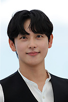 """CANNES, FRANCE - JULY 16:  Yim Si-wan at the """"Bi-Sang-Seon-Eon/Emergency Declaration"""" photocall during the 74th annual Cannes Film Festival on July 16, 2021 in Cannes, France. <br /> CAP/GOL<br /> ©GOL/Capital Pictures"""