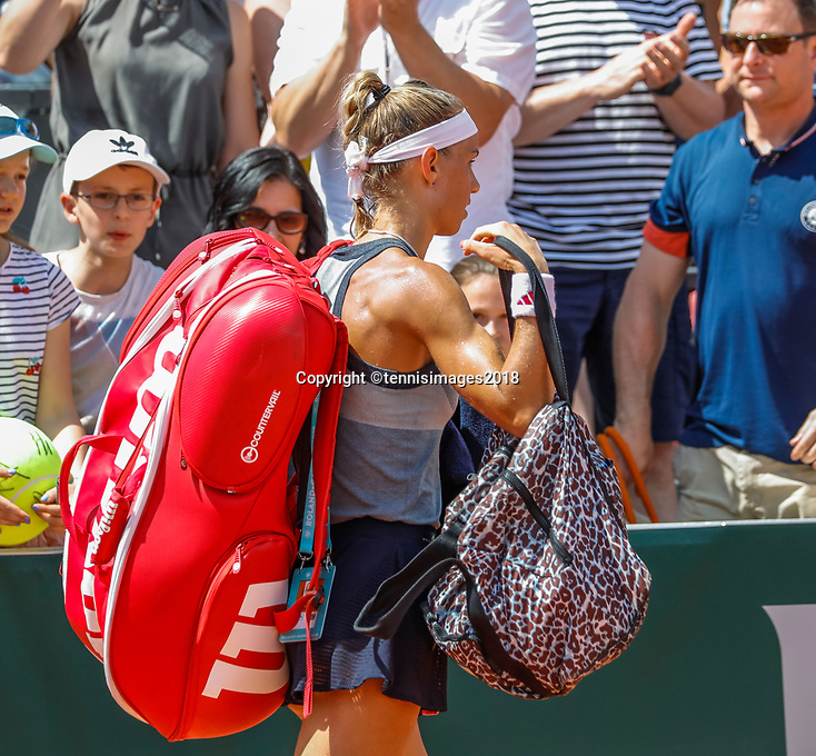 Paris, France, 27 May, 2018, Tennis, French Open, Roland Garros, Arantxa Rus (NED) walks off the court after losing to Stephens (USA)<br /> Photo: Henk Koster/tennisimages.com