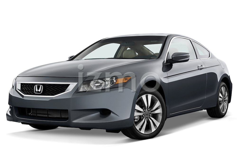Low aggressive front three quarter view of a 2008 Honda Accord Coupe.