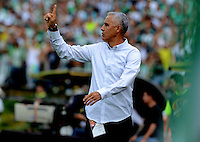 MEDELLÍN -COLOMBIA-11-JUNIO-2016.Alexis Mendoza director técnico  de Atlético Junior en acción contra el  el Atlético Nacional  durante partido por la semifinal-semifinal vuelta de la Liga Águila I 2016 jugado en el estadio Atanasio Girardot ./ Alexis Mendoza coach  of Atletico Junior in actions against Atletico Nacional   during the match for the semifinal of  the Aguila League I 2016 played at Atanasio Girardot  stadium in Medellin . Photo: VizzorImage / León Monsalve  / Contribuidor