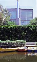 Venice CA: Schubert House, Eastern Canal, 2001. 2800 sf under a 30 ft. height limit. (Helger Schubert, an industrial designer.)