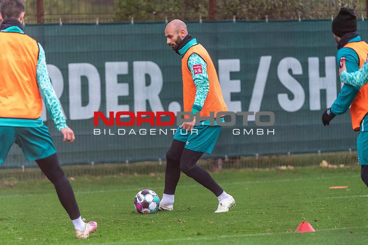 16.11.2020, Trainingsgelaende am wohninvest WESERSTADION - Platz 12, Bremen, GER, 1.FBL, Werder Bremen Training<br /> <br /> <br /> Ömer / Oemer Toprak (Werder Bremen #21)<br />  ,Ball am Fuss, <br /> <br /> <br /> Foto © nordphoto / Kokenge *** Local Caption ***